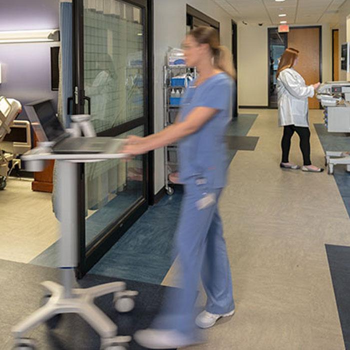 enfermera con slim cart